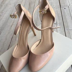 """Banana Republic Size 8 Leather Pumps """"Caelyn"""""""